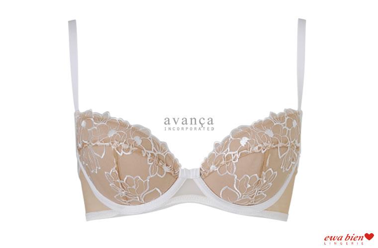 クリーム色の花刺繍が美しい3/4カップブラジャー。輪郭を作り出すクリーム色のラインがフレッシュで若々しい印象を与えます。