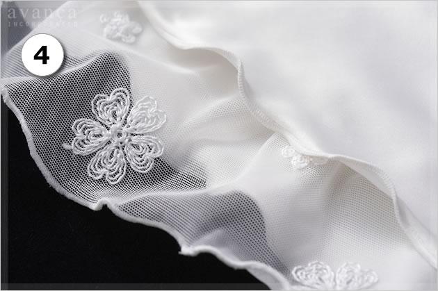 ふんわり感の秘密は、このウェーブ状の裾。素材同士のレイヤードに動きが生まれ、ふんわり感が倍増します。