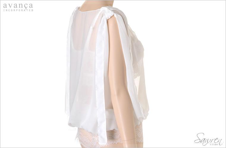 リボンをそのまま垂らすと肩が隠れるゆとりのデザイン。写真のようにひと結びするのがオススメです。