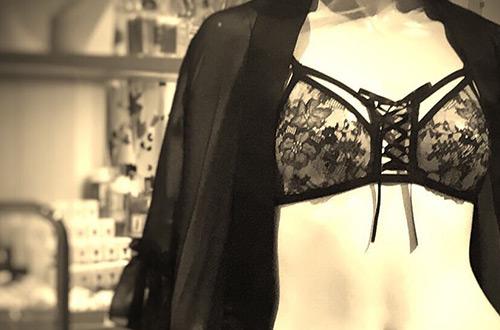 服を素敵に見せるものであってほしい。