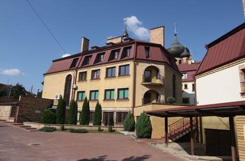 レンガ造りの歴史のある建物がオフィスとなっている。