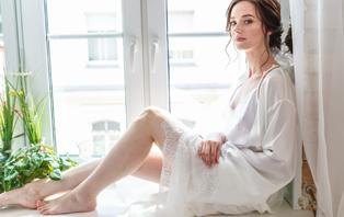 AYA 秋のセクシールームウェア/五感を刺激するファッションとランジェリー