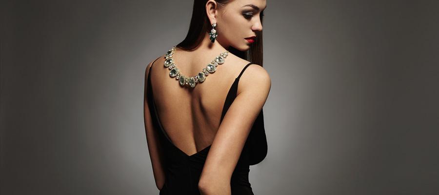 Sensual fashionista AYA  パーティシーズンのランジェリーとファッション