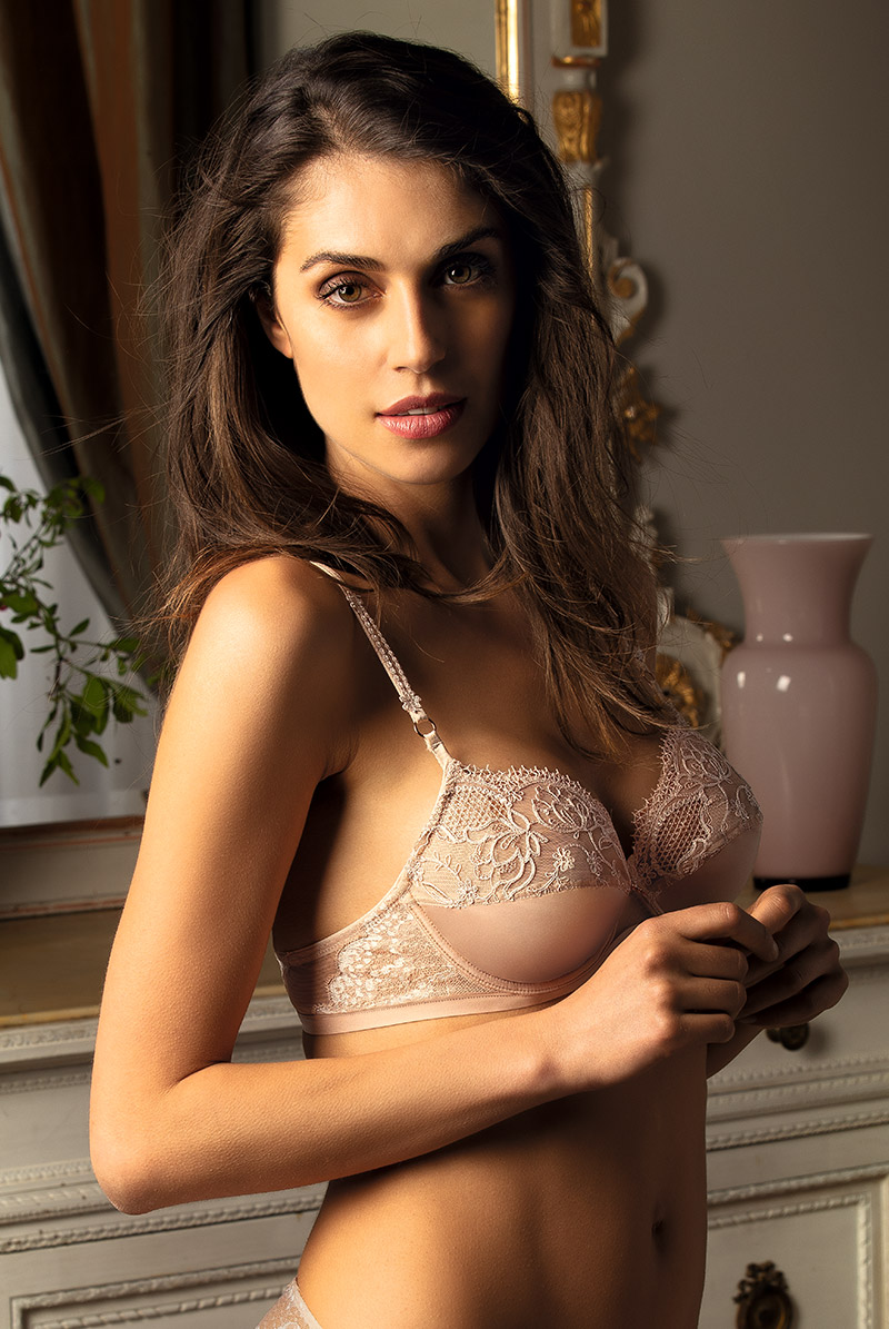 Lise Charmel リズ シャルメル フルカップブラ ECRIN COMPLICE モデル画像