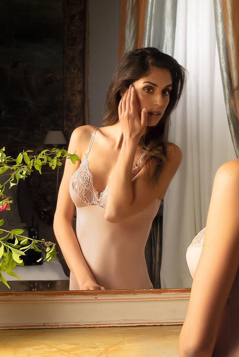Lise Charmel リズ シャルメル ボディ ECRIN COMPLICE モデル画像