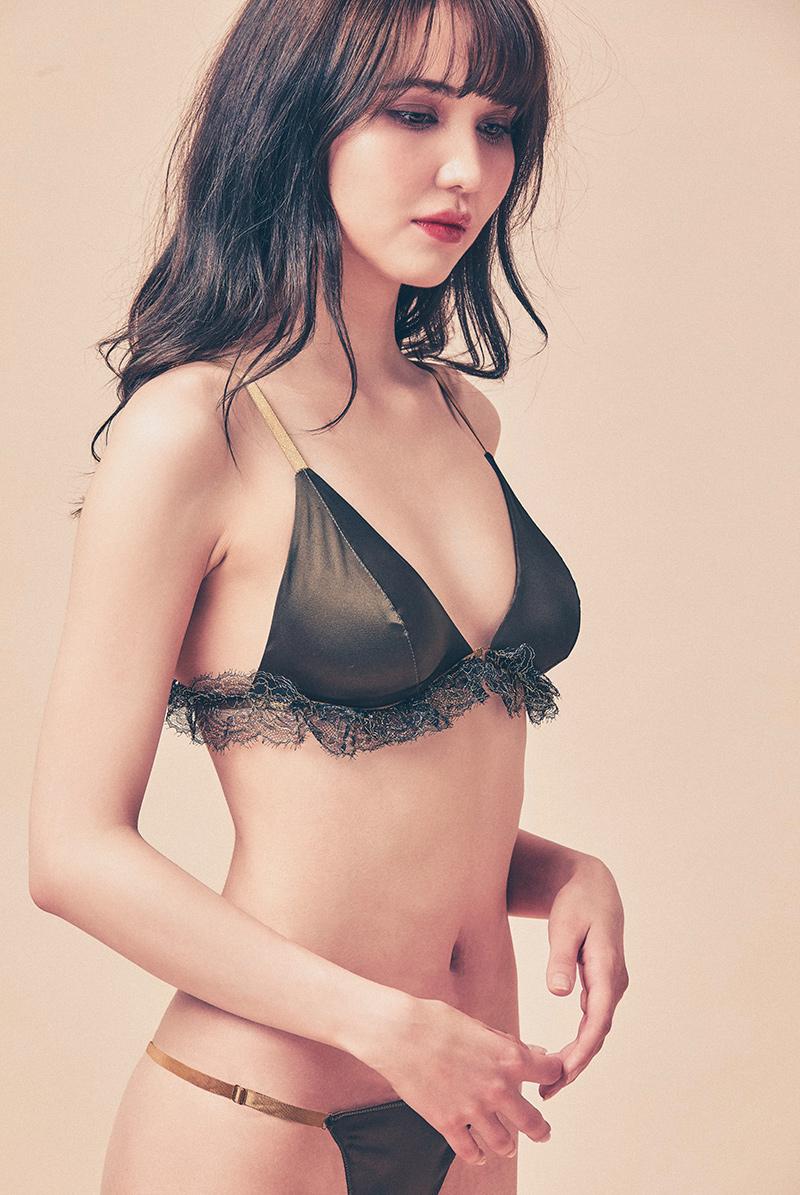 Maimia lingerie ブラレット セット Frill Weekend Set - Minuit Khaki モデル画像