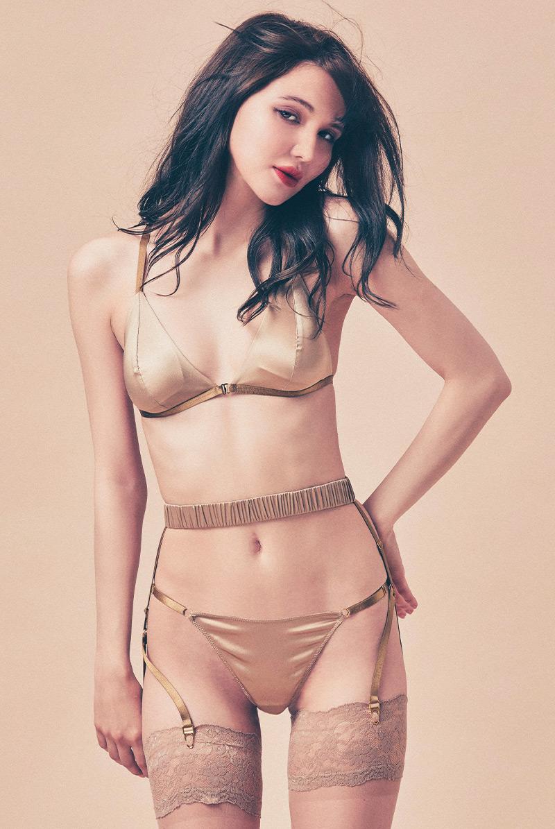 Maimia lingerie ブラレット セット Trio Weekend Set - Lady V. モデル画像