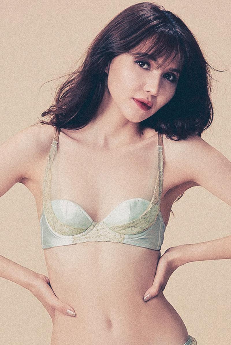 Maimia lingerie バルコネットブラ Balconette bra Acquaverde モデル画像