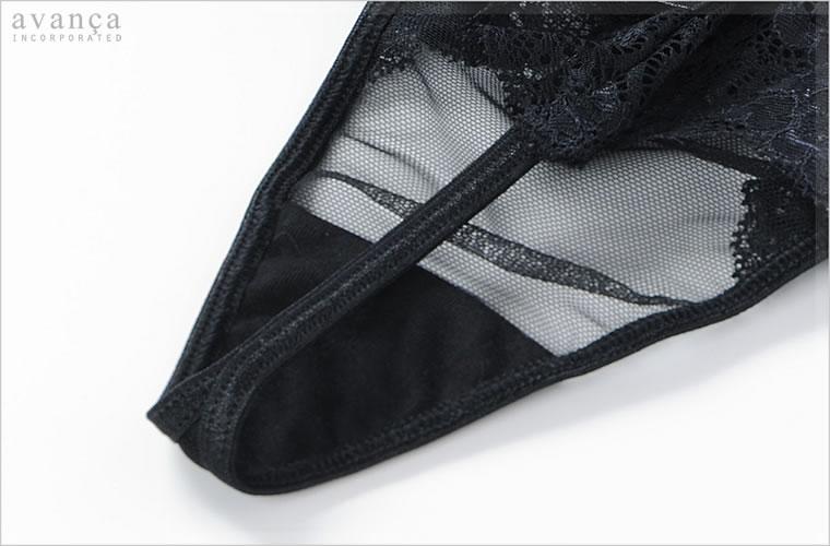 クロッチ(ショーツの股)部分は、当て布付きの二枚仕立て。このクロッチ部分のみ透け感がありません。