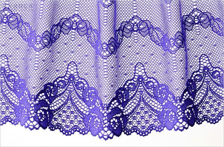 心をぎゅっと掴まれるように美しいマリンバイオレット。この紫は特別な女性の為のカラーです。柔らかで繊細なストレッチレースが作りだす優雅なシルエットは高貴な雰囲気が漂います。