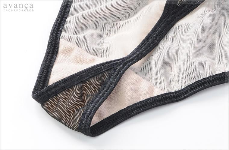 クロッチ部分(ショーツの股部分)には当て布が付いた2枚仕立てです。この部分のみ肌が透けません。普段用にも気軽にお使い頂けるのでちょっとしたプレゼントにもオススメです。