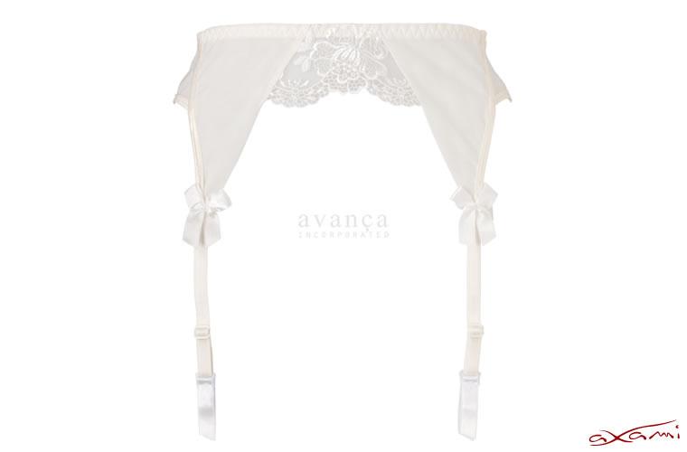 チュールレースとエンブロイダリー刺繍が美しいエレガントなデザインのガーターベルト。