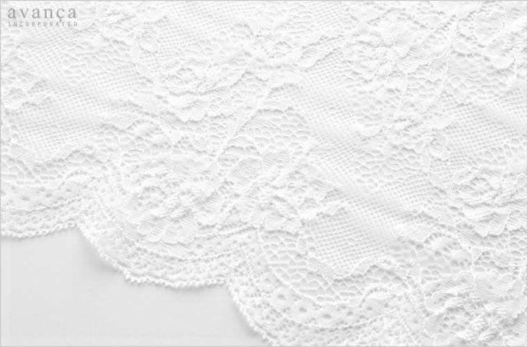 カップ部分に使用されているローズモチーフのレース。透け感が高めで素肌を魅惑的な美しさへと高めます。