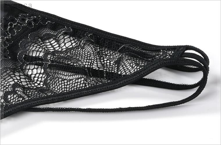 フロントはシルバー糸が織り込まれた繊細なレースのみのシアーなデザイン。