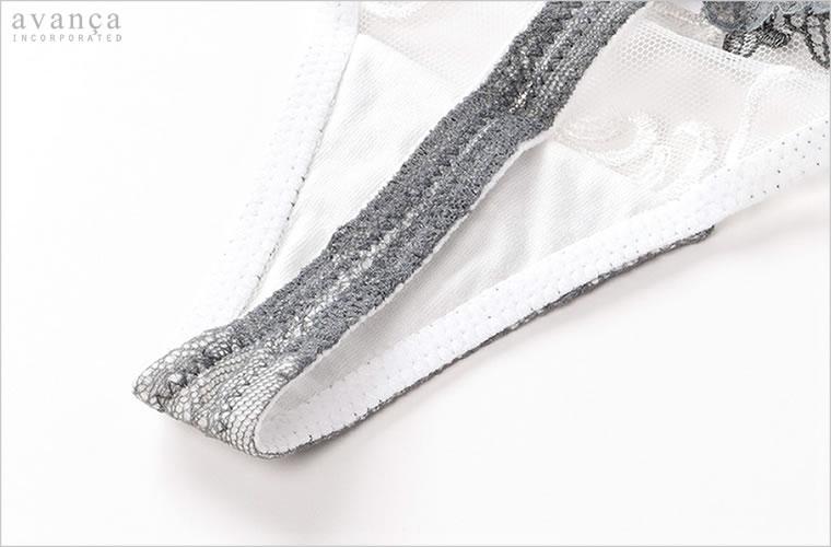 クロッチ(ショーツの股)部分は、当て布付きの二枚仕立て。普このクロッチ部分のみ透け感がありません。
