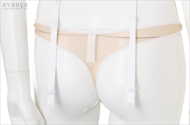 肌が透けるセクシーなバックスタイル。美しく肌に溶け込むシースルーです。ストッキングでなめらかな肌質に見える様なうれしい視覚効果が期待できます。