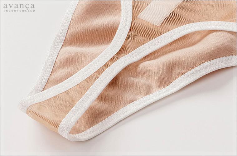 フロントパネルからクロッチ部分まで当て布付きの2枚仕立てです。