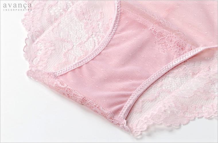 クロッチ(ショーツの股部分)はコットン素材の当て布が付いた2枚仕立てです。この部分のみ透け感はありません。