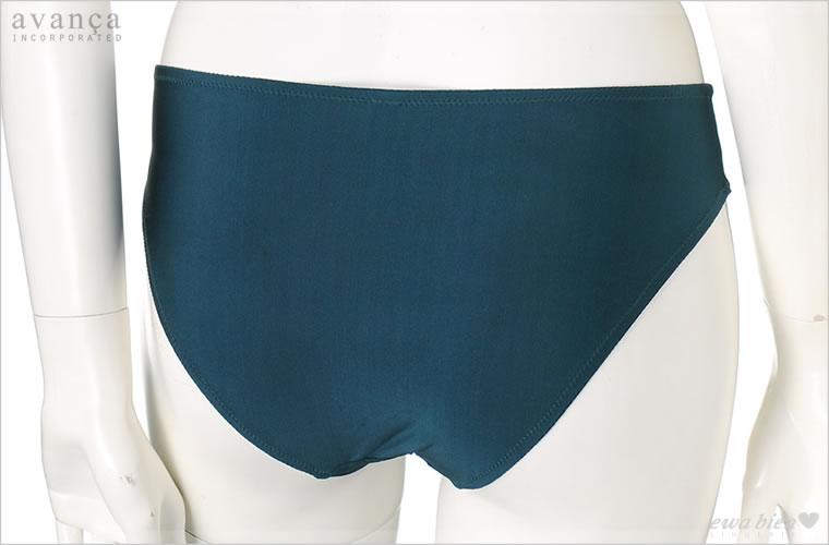 バックはストレッチ素材を使用したシンプルなスタイル。伸びの良いストレッチ素材で履き心地抜群。すっぽりと包まれるノーマルタイプで安心感ある履き心地です。