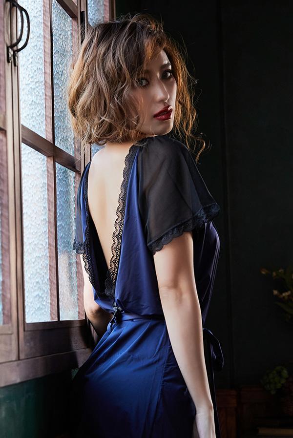画像1: 大胆な背中魅せのガウン&Tバックセット(ロイヤルブルー・紺×黒)[M-OB5685]【送料無料・即日発送】輸入下着・ランジェリー (1)