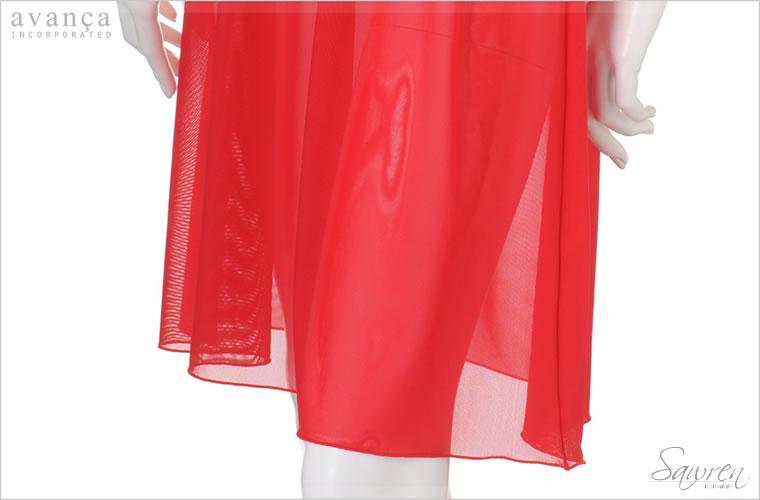 スカート部分は無地のチュールレースを使っています。適度なストレッチ性があり、心地よい柔らかさとさらりとした肌触り。スカート下のインナーとしても最適です。裾はメロー始末。細いロック始末なので軽さと可愛らしいうねりが特徴です。