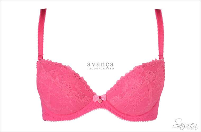大人の透明感を引きだす青みピンクカラーの3/4カップブラジャー。肌に馴染む絶妙ピンクが素肌をライトアップしてくれます。