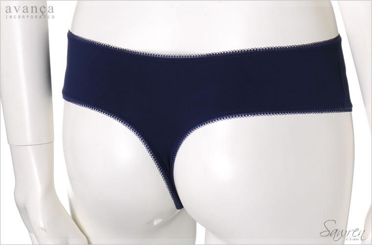 バックはストレッチ素材を使用。なめらかなフィット感で履き心地抜群です。