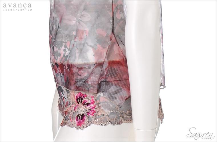 脇の裾部分にはマチが付いて、Aラインに広がって見えるキュートなデザインです。